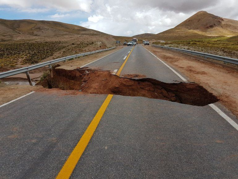 Corte parcial en la ruta camino a Jama: las lluvias socavaron el camino