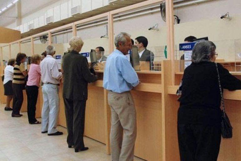 El Gobierno oficializó el primer aumento de 5,71% en las jubilaciones