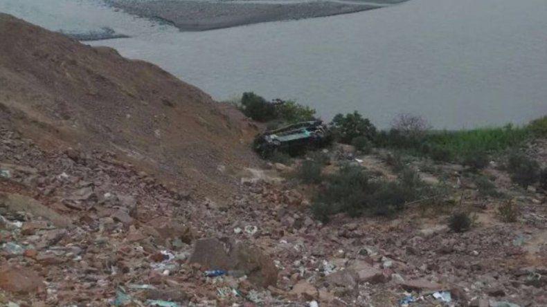 Perú: un colectivo cayó al abismo y hay al menos 35 muertos