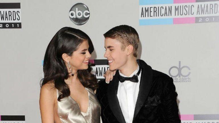 Justin Bieber confirmó su relación con Selena Gómez al ir juntos al casamiento de su padre