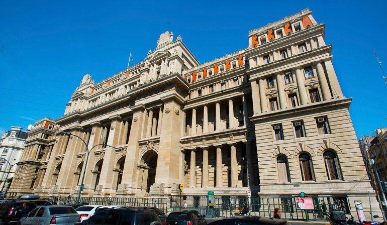La Corte frenó las re-reelecciones de Casas en La Rioja y Weretilneck en Río Negro