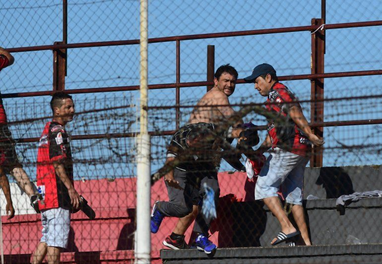 Barras de Patronato fueron sancionados por atacar a chicos de una escuelita de fútbol