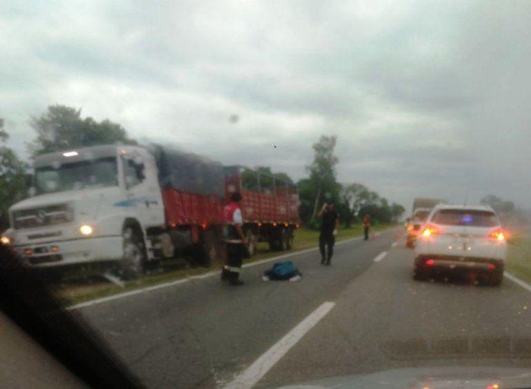 Otra fatalidad en la ruta 34: chocó contra un camión y su moto se prendió fuego