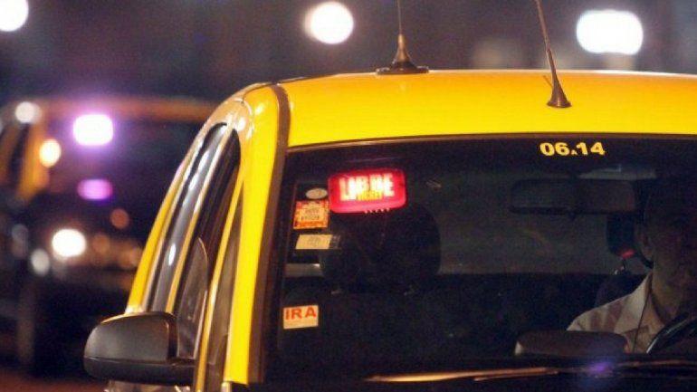 Al estilo Bonnie and Clyde: pareja de ladrones quisieron robar a un taxista a la salida de un cajero