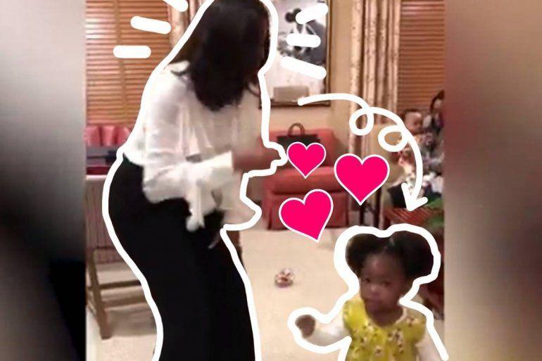 Michelle Obama bailando con una fan de 2 años es lo más adorable que verás hoy