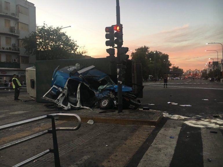 Impresionante choque de un patruyero mientras perseguía a motochorros: murieron 2 policías