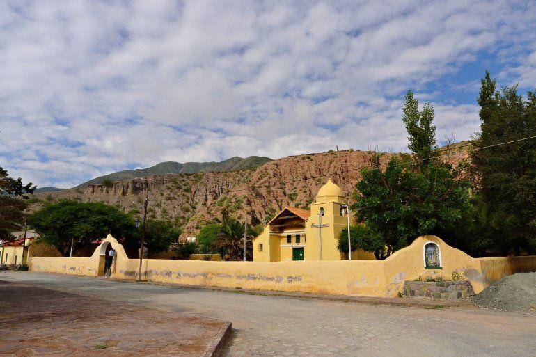 Entre cerros de colores y tradiciones prehispánicas: Tumbaya, imperdible