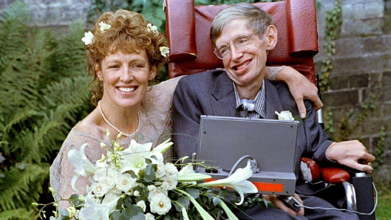 Hawking contrajo matrimonio con Elaine Mason en la iglesia St. Barnabus
