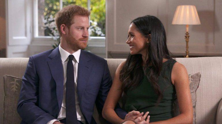 Para la boda del Príncipe Harry, se enviaron 600 invitaciones ¡impresas en oro!