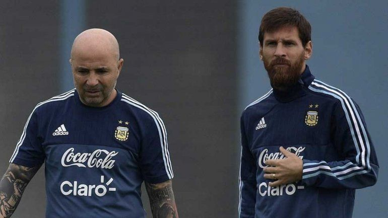 A Messi le ponen un revólver en la cabeza que se llama Copa del Mundo