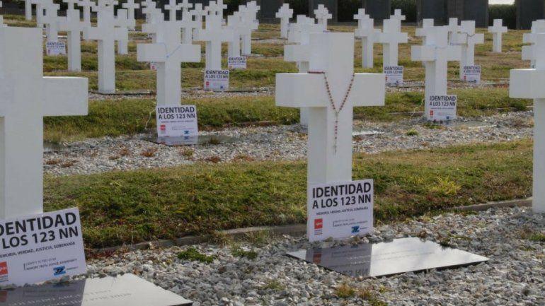 Ahora sé dónde está mi hijo, pude hablar con él: la conmovedora ceremonia en Malvinas con los familiares de los caídos