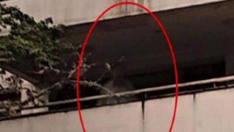 Aparece el fantasma de Pablo Escobar en su vieja mansión y la imagen se viralizó