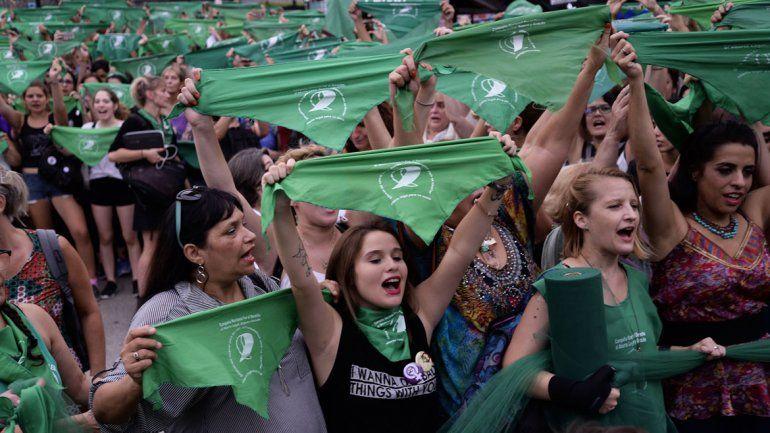 Con manifestaciones y decenas de expositores, comienza el debate sobre el aborto