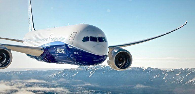 Un gigantesco ovni aterrorizó a los pasajeros de un avión