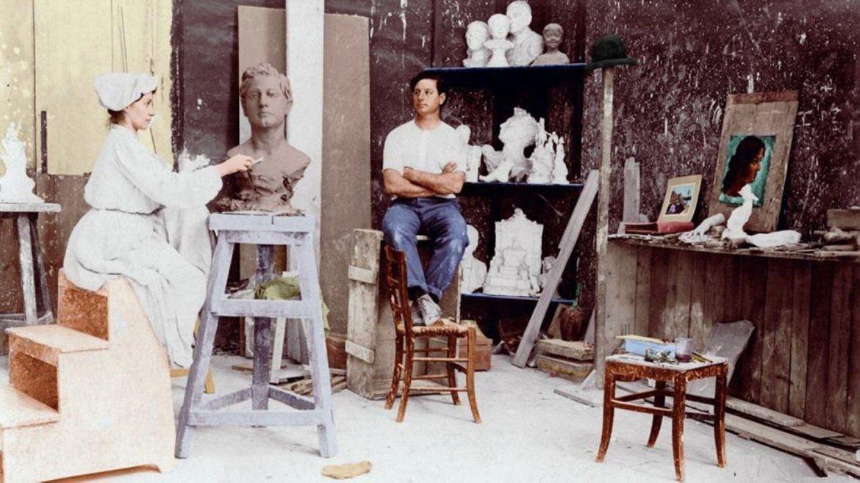 Lola Mora trabajando en su taller