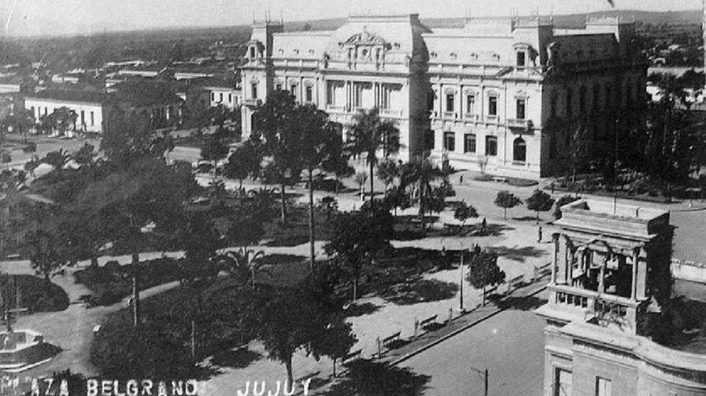 Plaza Belgrano y Casa de Gobierno