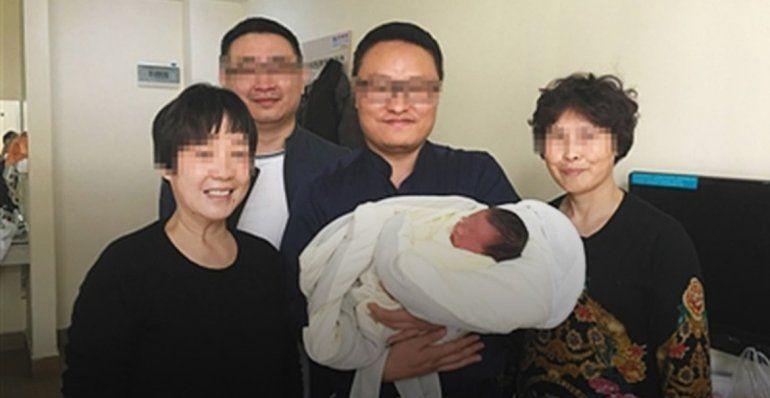 Por los avances de la tecnología, nació 4 años después de la muerte de sus padres