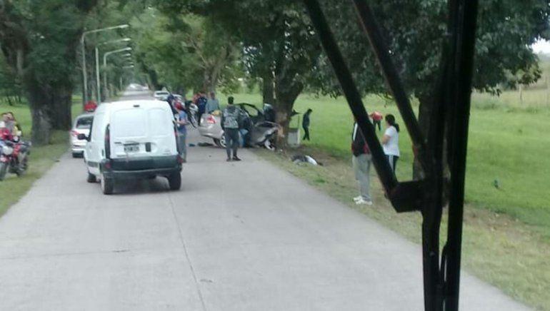 Un auto quedó partido al medio en un impactante choque en Tucumán: 4 muertos