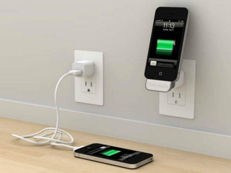 Mirá los peligros de cargar tu celular en cualquier puerto USB