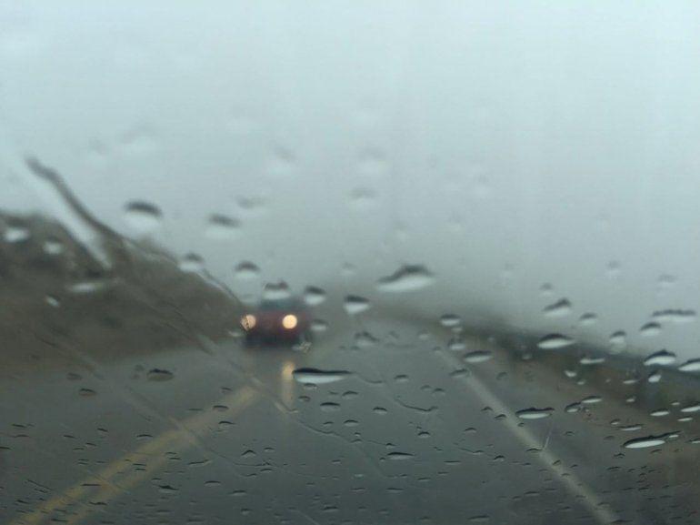 Rutas cortadas y transitables con precaución por la lluvia
