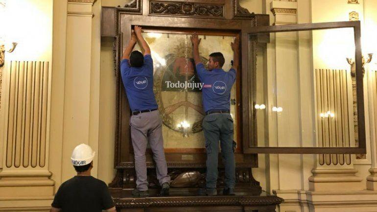 Mirá las primeras fotos de la nueva bandera que encontraron en Casa de Gobierno