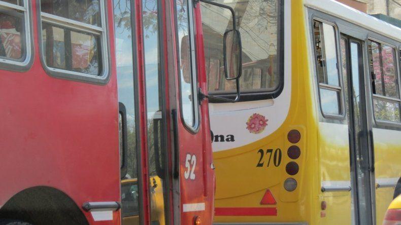 Algunos choferes del transporte urbano sin sueldo ni aguinaldo