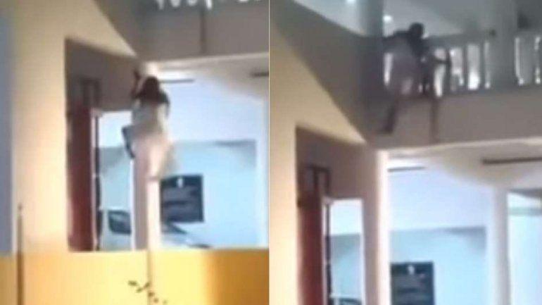 El video de una mujer que trepa las paredes genera terror en las redes