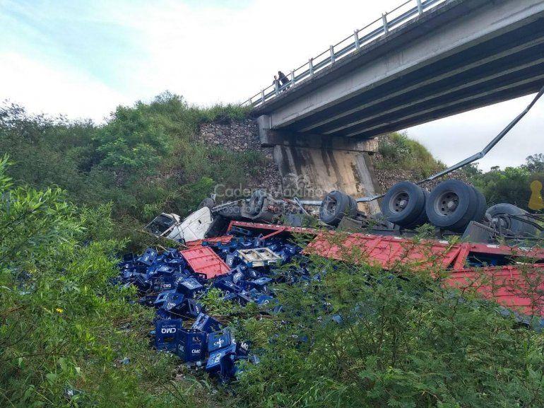Salta: desbarrancó un camión, en el mismo lugar donde murieron los 43 gendarmes