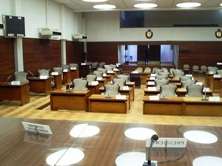 Suspenden la sesión en la Legislatura y no se debatirá hoy la ley de cobro a extranjeros
