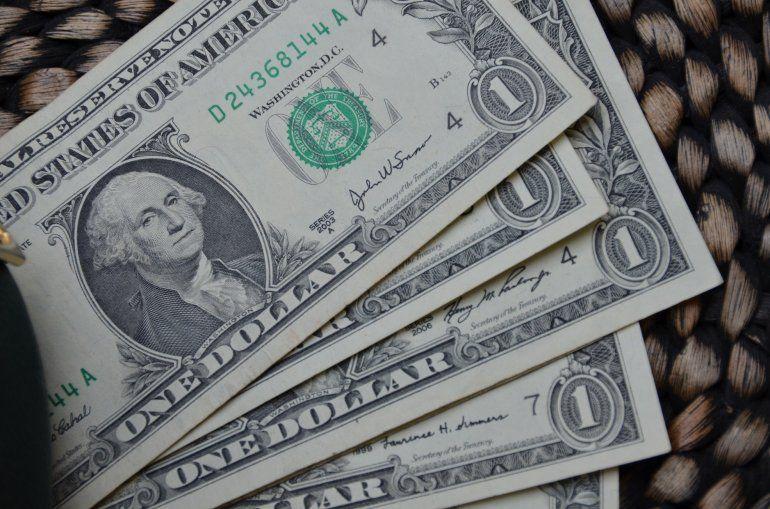 El dólar sube y el Banco Nación vende divisas para contenerlo