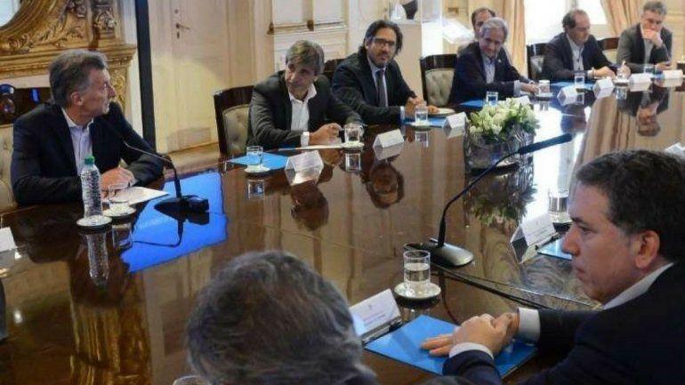 Quinta de Olivos: Macri convocó al Gabinete tras otra jornada de suba récord del dólar