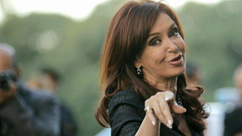 Procesaron a Cristina Kirchner y a sus hijos por lavado de dinero