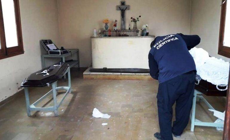 Falleció el lunes y hallaron el cuerpo fuera del ataúd en el cementerio: la habrían violado