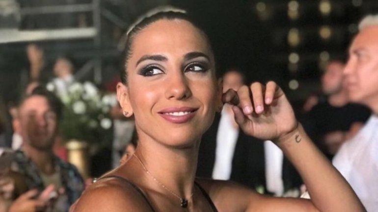 Cinthia Fernández a puros besos y mimos con su nuevo amor: Mirá las fotos