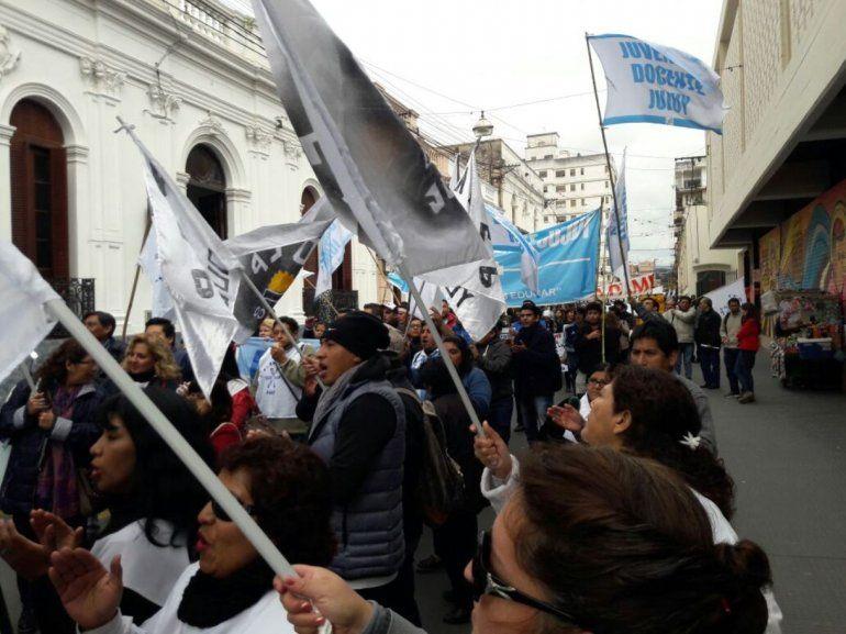 En medio del tironeo por las tarifas, llega a Plaza de Mayo la Marcha Federal