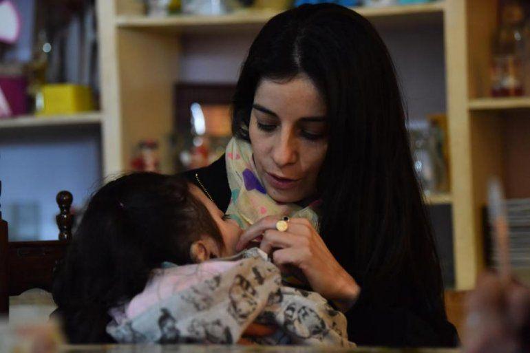 Milagro de amor: adoptó una bebé a la que daban un año de vida y ya cumplió cuatro