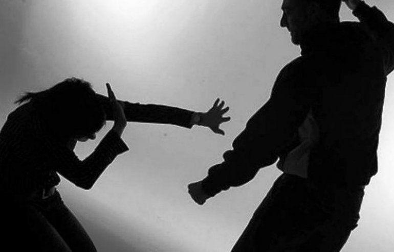 Un hombre agredió a su pareja en plena calle y quedó detenido