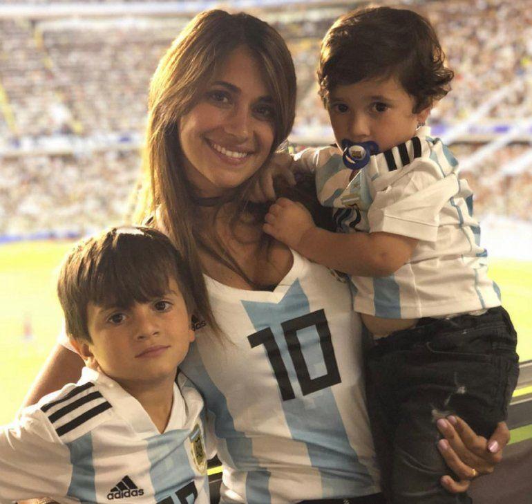 El mensaje de Antonela Roccuzzo a Messi a minutos de la clasificación de Argentina