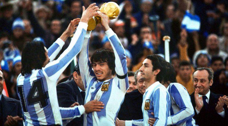 El homenaje de Maradona a los campeones del 1978 y el recuerdo de México 1986