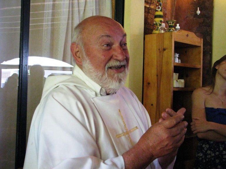 A los 81 años murió el polémico padre Luis Farinello