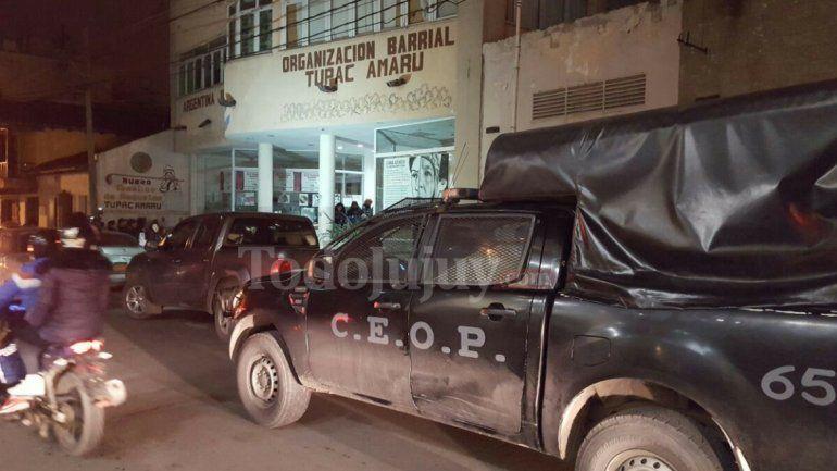 Allanaron la sede de la Tupac Amaru en busca de autos y documentación
