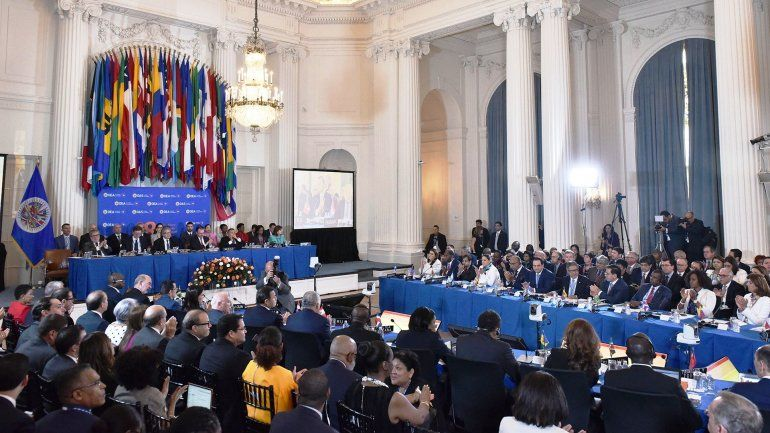 Venezuela renunció a la OEA, en medio de las presiones para suspenderla