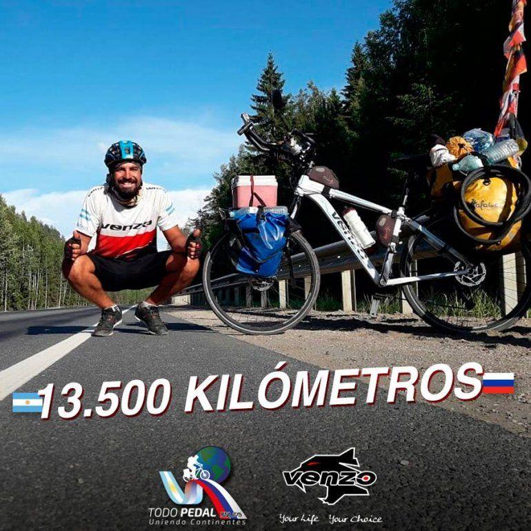 El solidario esfuerzo de Lucas: viajó cinco meses en bicicleta, pasó por Jujuy y llegó a Rusia