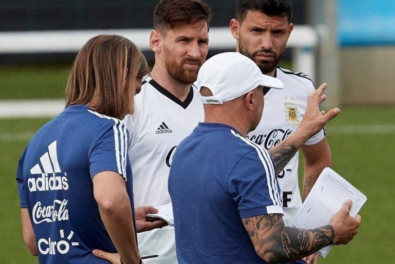 Sampaoli comenzó a probar a los titulares a días del partido con Islandia