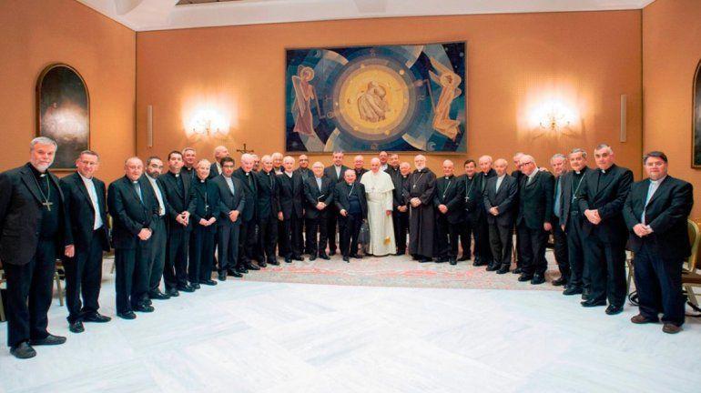 Escándalo de abuso sexual: Francisco aceptó la renuncia de 3 obispos chilenos