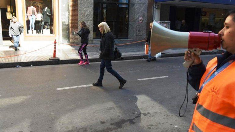 Tucumán: escracharon con megáfonos a peatones que cruzaban mal la calle