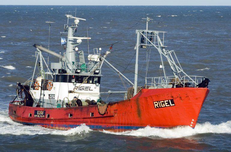 Con malas condiciones climáticas, continúa la búsqueda de los tripulantes del pesquero