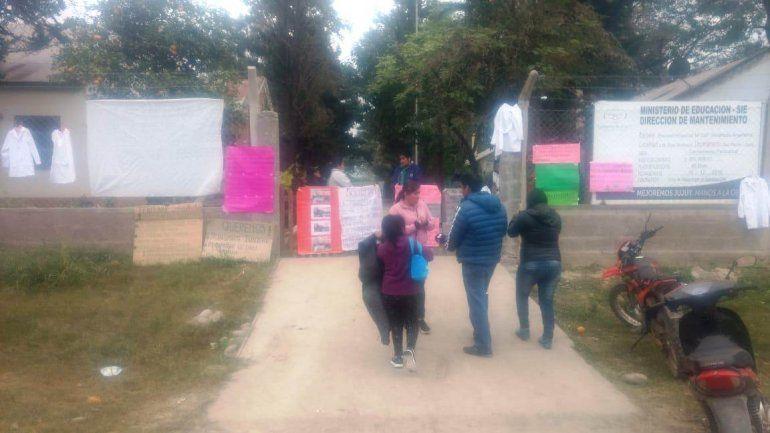 Padres tomaron escuela, piden transporte escolar y arreglos edilicios