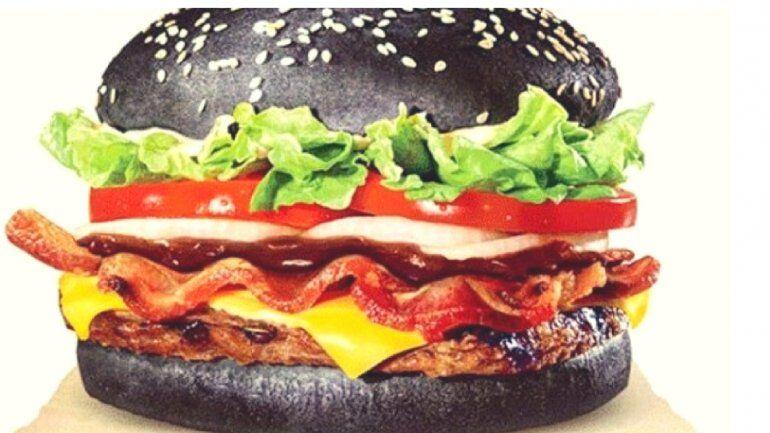 ¿Qué es la comida negra, es peligroso ingerirla?