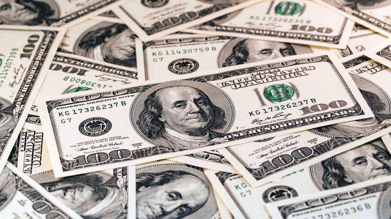 El dólar subió casi dos pesos en un día y pasó la barrera de los 28